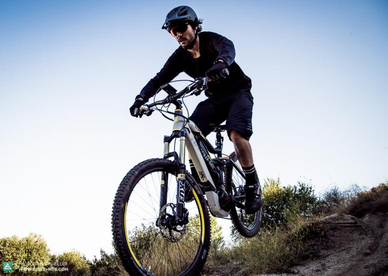 In der Luft fühlt es sich sehr stabil und sicher an. Lediglich die Laufräder und dünnen Reifen mindern die Souveränität bei Landungen in rauem Terrain.