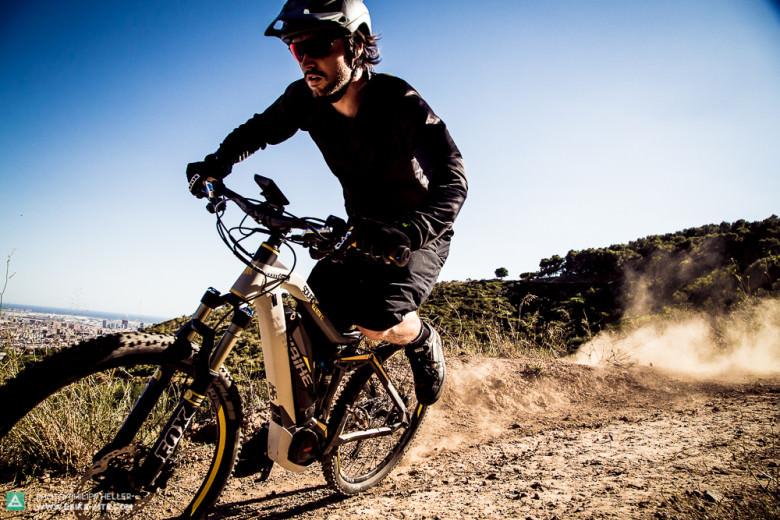 Von 0 auf Fluggeschwindigkeit in 3 Pedalumdrehungen. Aus langsamen Kurven beschleunigt man mit dem Yamaha-Motor exzellent heraus und kommt so auf Geschwindigkeit...
