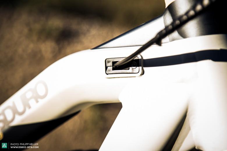 Innenverlegte Züge, eine den Motor schützende SkidPlate sowie ein ästhetische Rahmenform lassen die Herzen passionierter Mountainbiker höher schlagen.